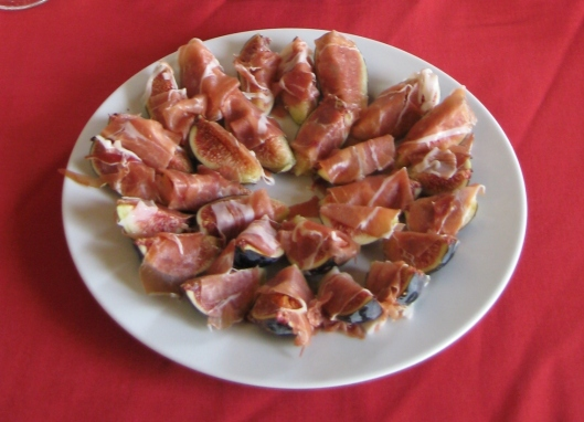 fresh_figs_with_serrano_ham